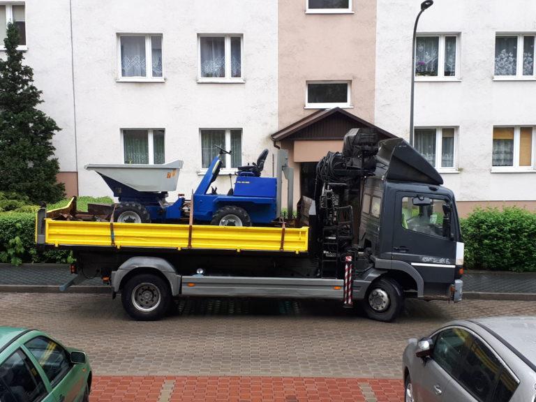 Samochód z HDS i wozidło POLINSBUD